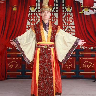 китайская девушка в национальном костюме