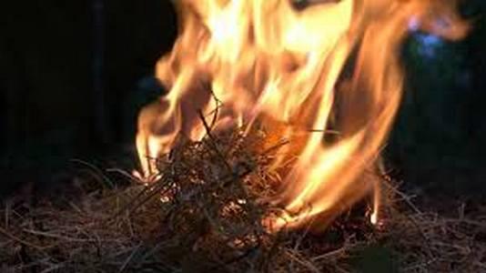 костер, разведенный огнивом