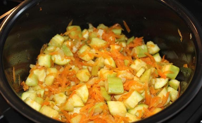 Обжаривание овощей для икры
