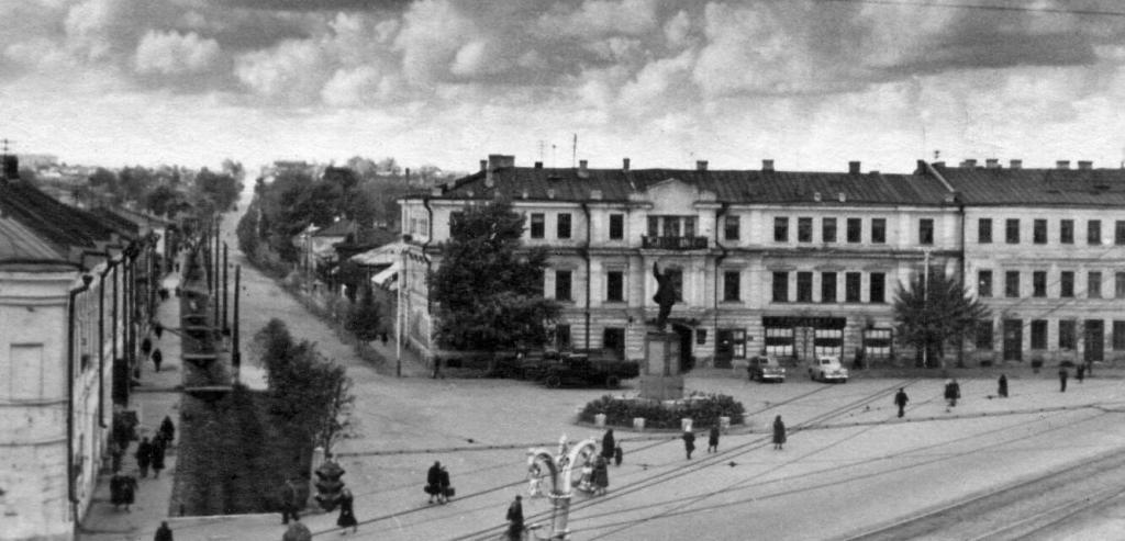 Площадь Восстания в Туле и памятник В. И. Ленину
