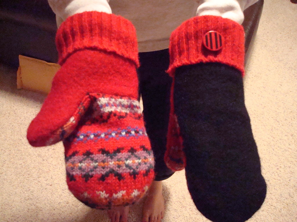 mittens with red