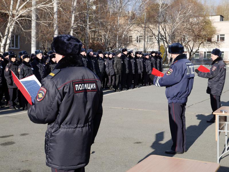 Полицейские принимают присягу