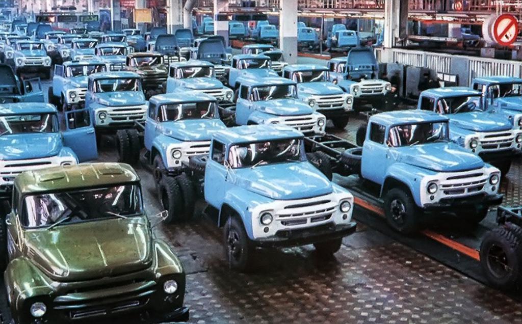 Завод, выпускающий грузовые автомобили марки ЗИЛ