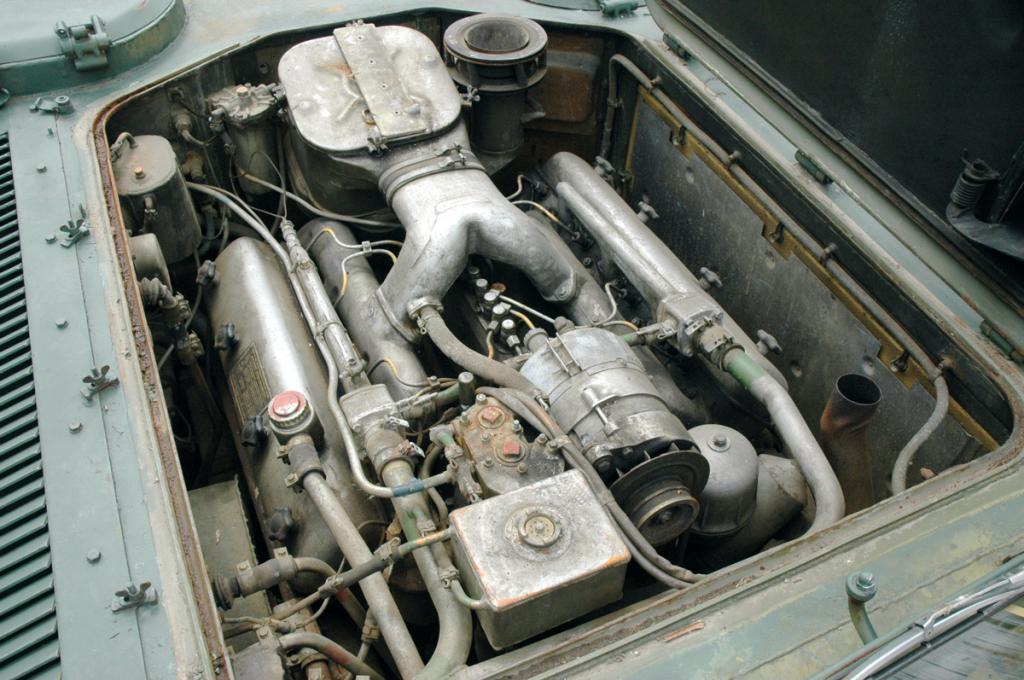 Двигатель ЯМЗ 238, установленный в кузове