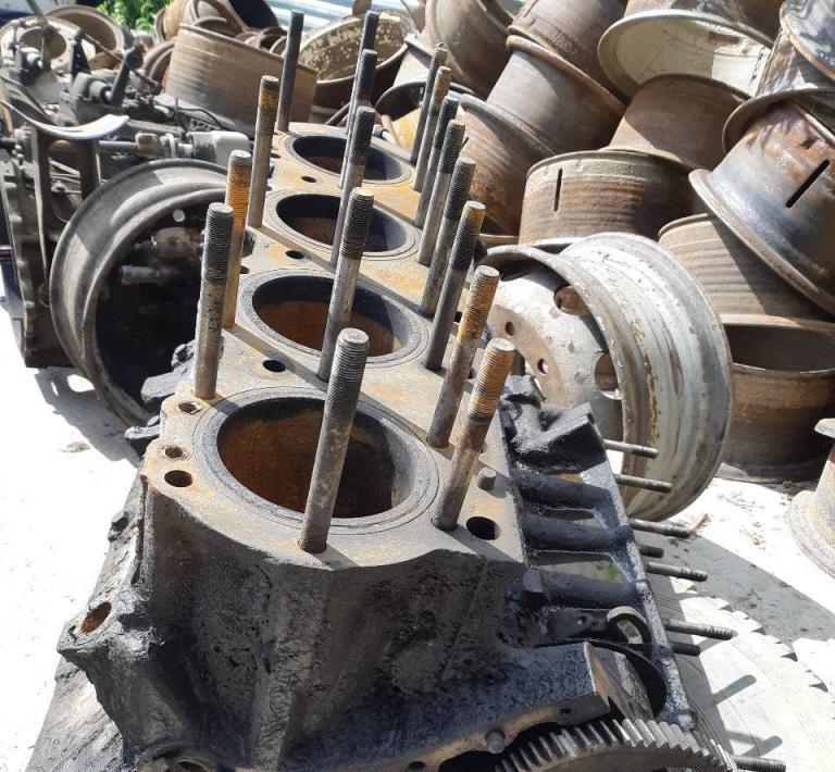 Двигатель ЯМЗ 238 в разобранном виде