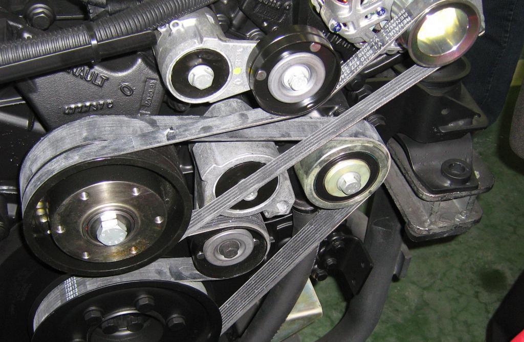 Приводные ремни дизельного мотора ЯМЗ 238