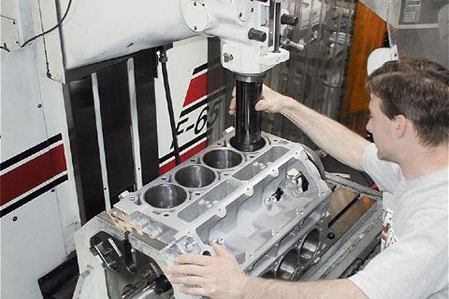 Изготовление двигателя на заводе