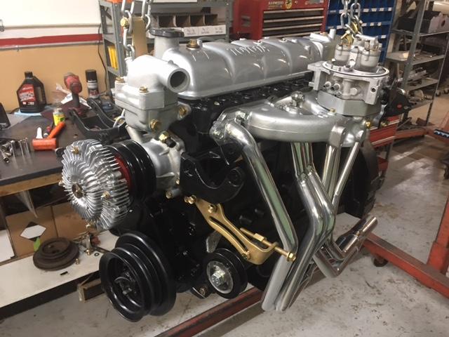 Двигатель, размещенный на стенде