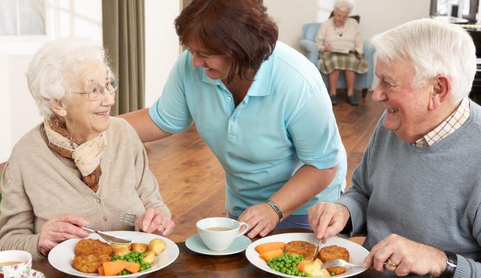 пожилой человек теряет аппетит
