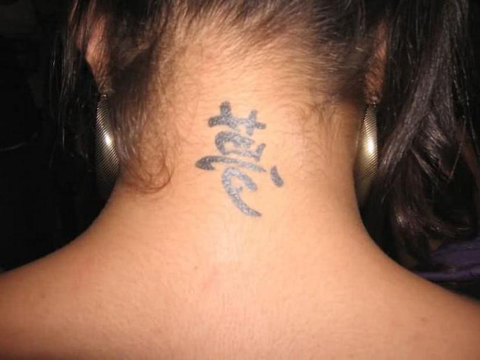 Тату на шеи для девушек иероглифы