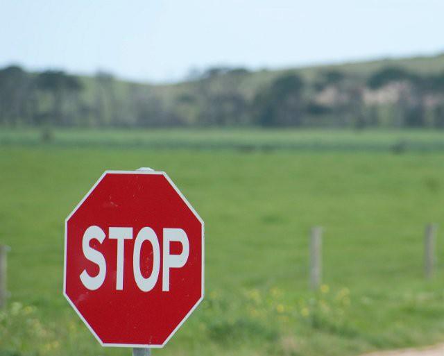 остановился за знаком остановка запрещена