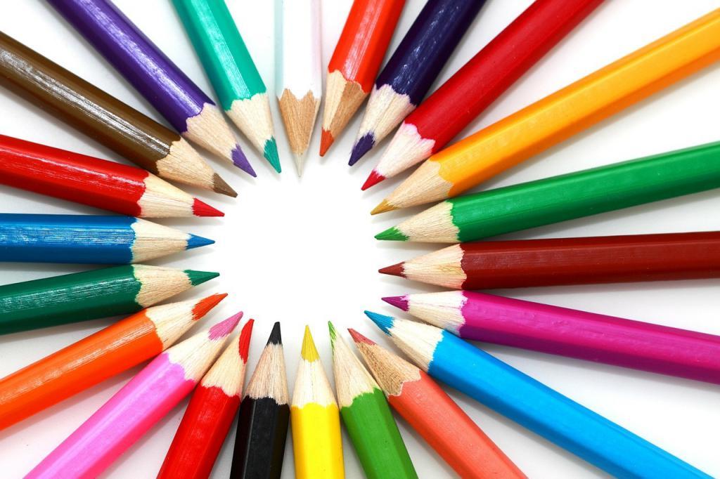 карандаши лежат по кругу