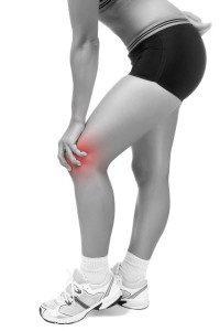 Почему опухло колено без ушиба и болит