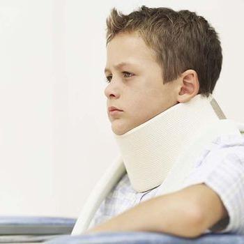 у ребенка болит шея и рвота