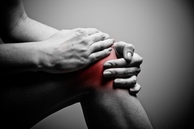 после бега колено болит