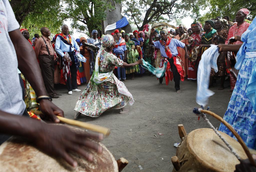 маг танцует под бой барабанов