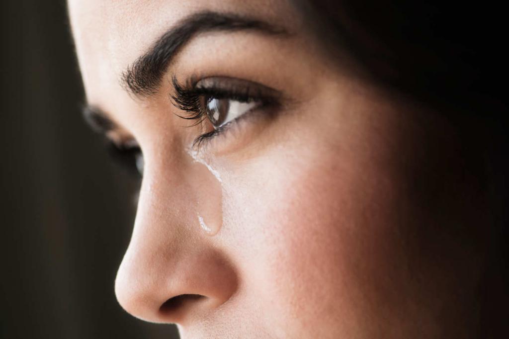картинки с глазами со слезами на глазах