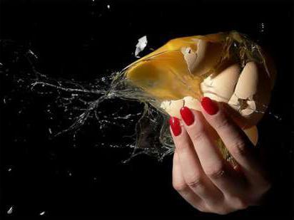 раздавить яйцо одной рукой