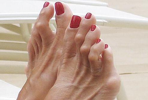 Секс большим пальцем ноги