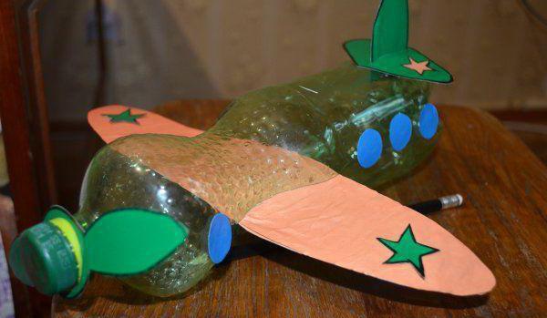 Самолеты из подручных материалов
