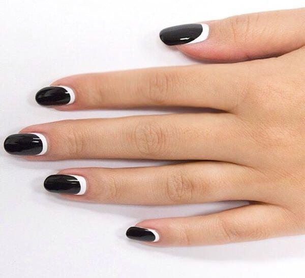 manicure black and white