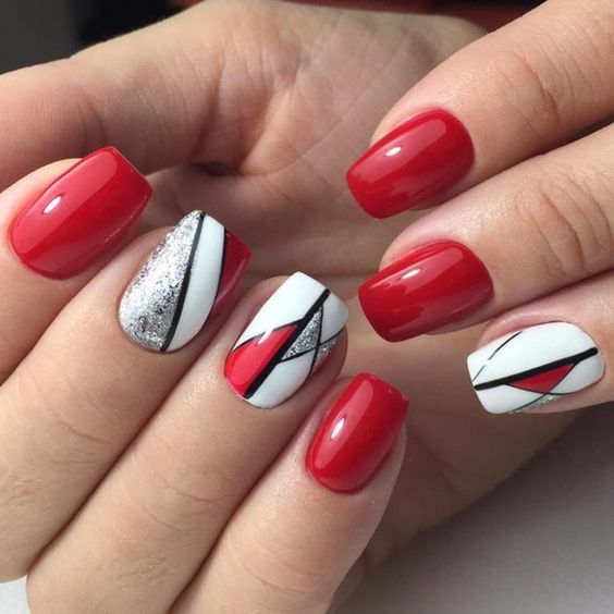 the use of lines in manicure