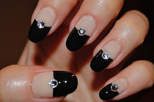 Маникюр черный френч со стразами: фото идей дизайна ногтей