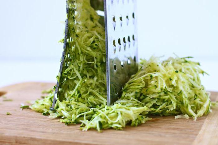 Пельмени приготовить с сыром и майонезом