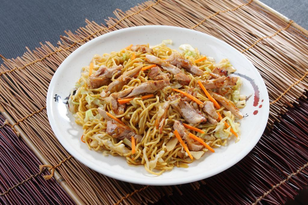 Chinese noodle salad with sausage