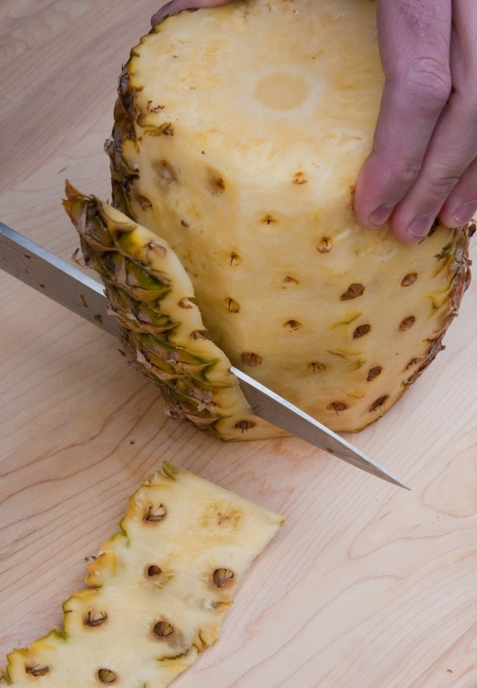 how to peel pineapple at home