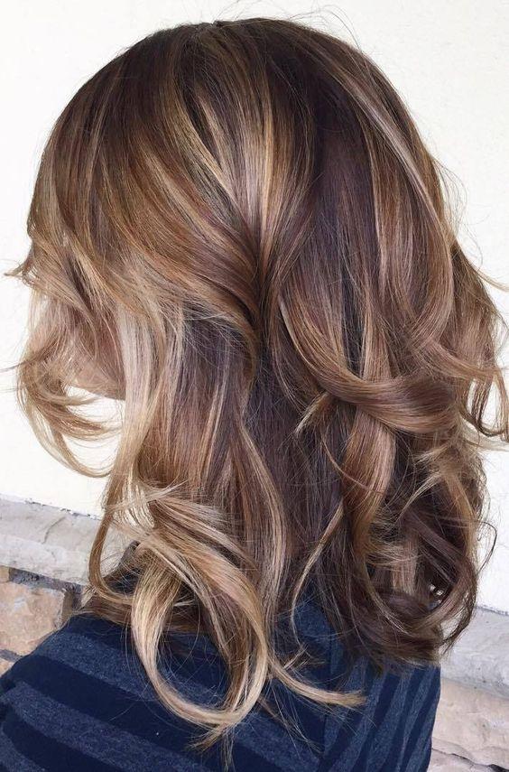 брондирование волос средней длины