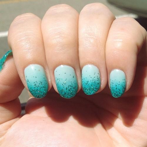 gradient manicure