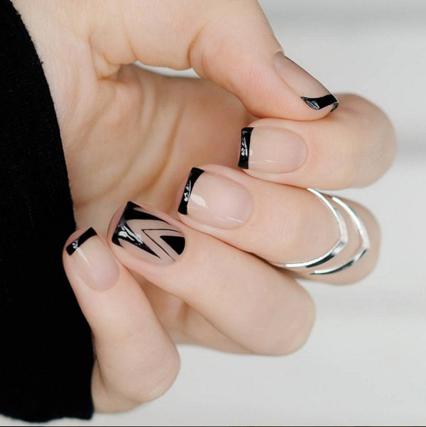 geometric print manicure