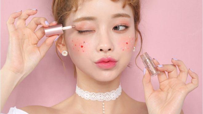 Как сделать кукольный макияж глаз?