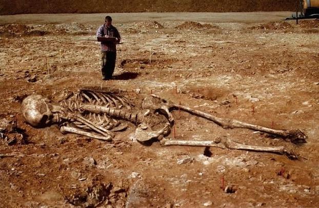 Ausgrabungen Riesen Menschen