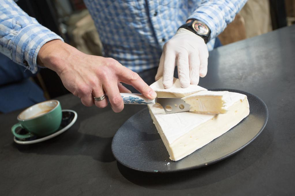 Coffee with cheese: recipe with brie