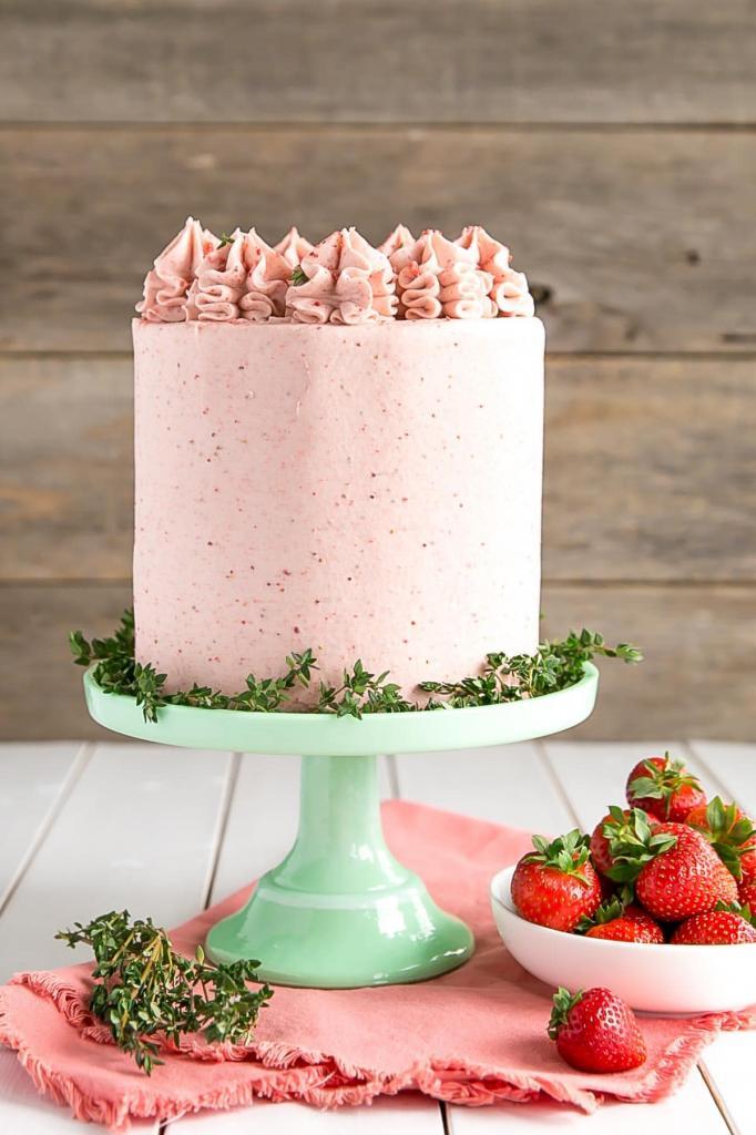 Mascarpone cream with cream - cake photo