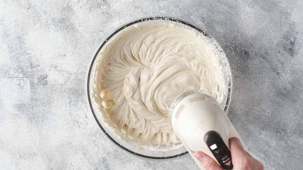 How to make mascarpone cream with cream