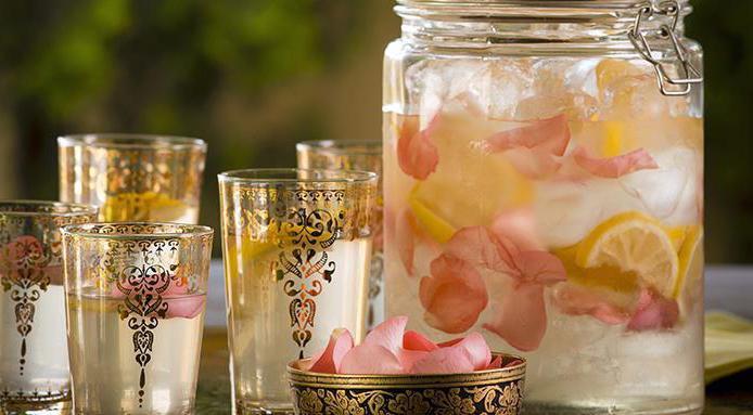что можно сделать из розовых лепестков роз