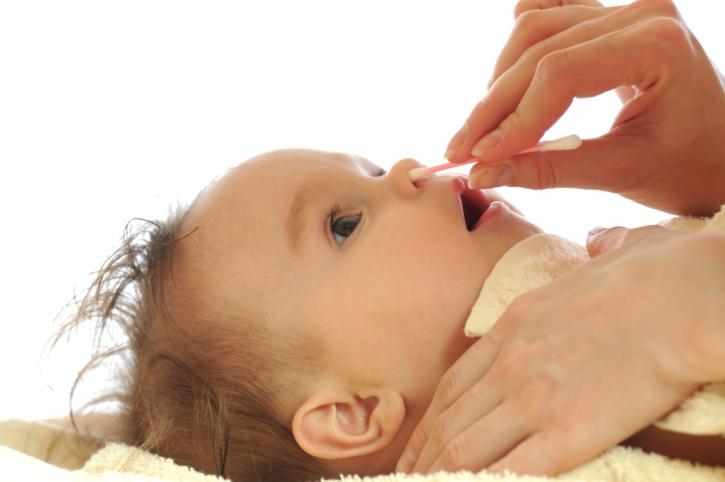 промывание носа физраствором грудничку комаровский