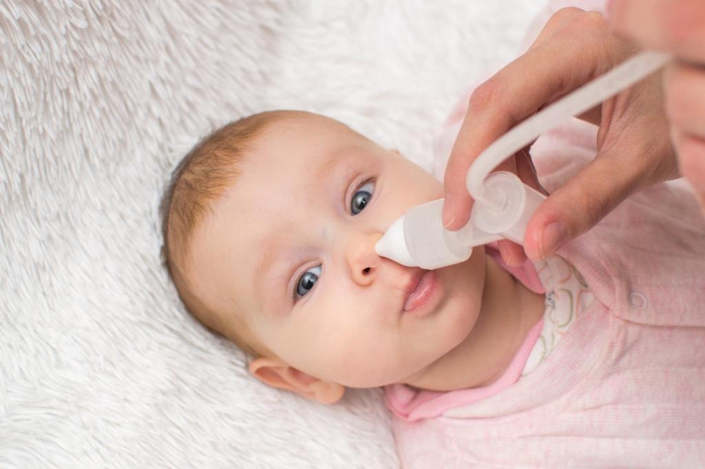 как пользоваться физраствором для промывания носа грудничку