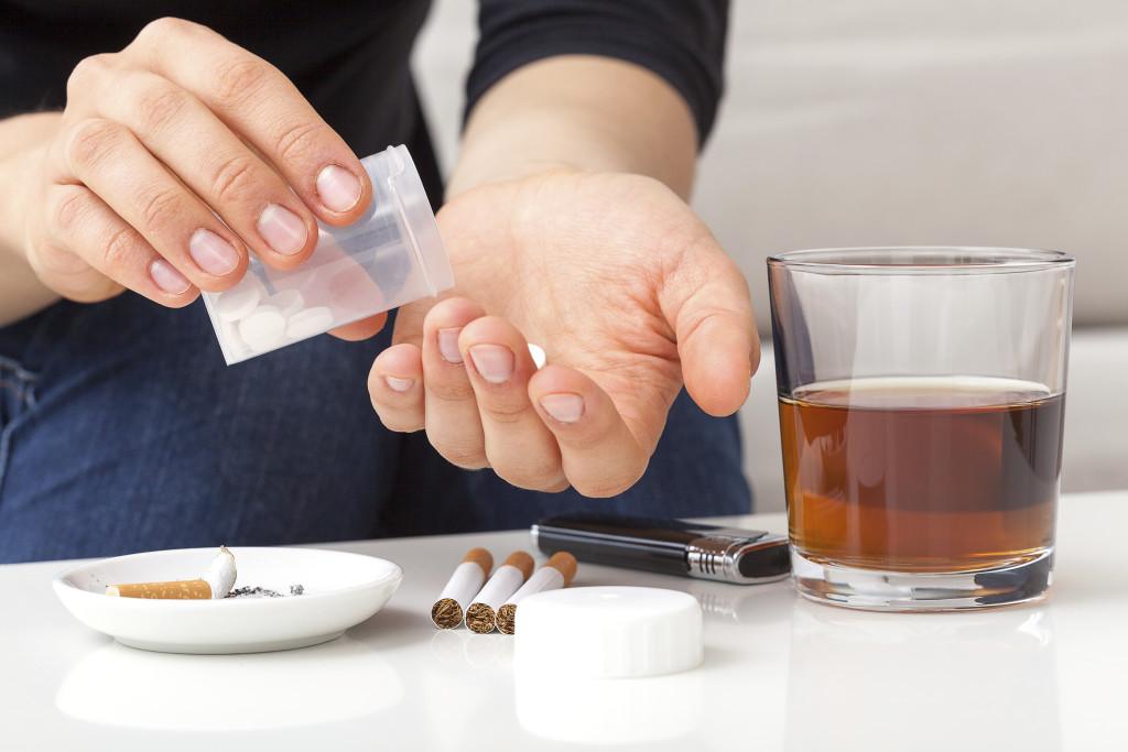 употребление алкоголя и таблеток