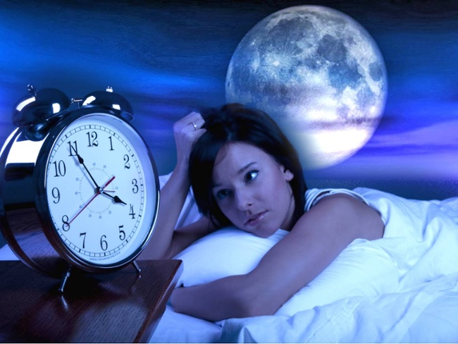 why the full moon does not sleep well