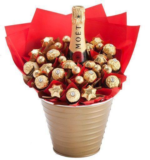 украсить бутылку шампанского конфетами своими руками
