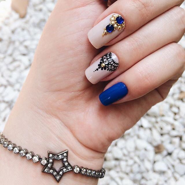 blue-white manicure with rhinestones
