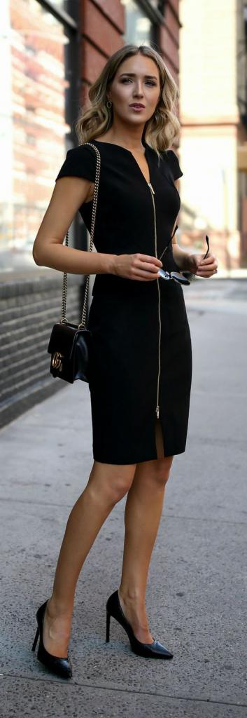 Девушка в черном платье занимается сексом с её бойврендом