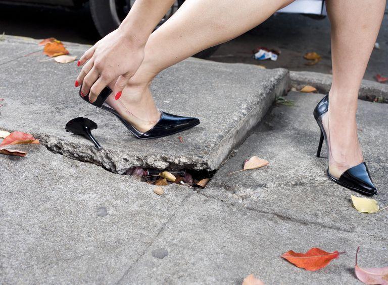 Любая женщина на высоких каблуках превращается в леди, это сложно отрицать.