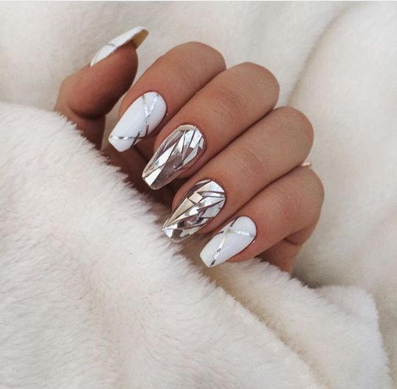 unusual pictures on the nails photo