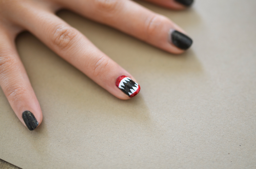 toothy manicure