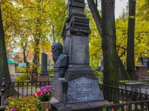 """""""Литераторские мостки"""" Волковского кладбища, кто похоронен"""